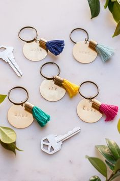 Thoughtful Gifts For Him - Outdoor Click Diy Keychain, Tassel Keychain, Keychain Ideas, Mens Keychains, Handmade Keychains, Cute Gifts, Diy Gifts, Great Gifts, Food Gifts