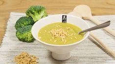 Broccolisoep met minder zout is erg gemakkelijk zelf te maken, je hebt alleen een uitje, broccoli en natriumarme bouillon nodig.