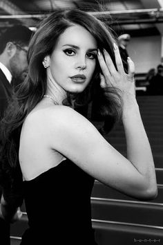 Find images and videos about Queen, lana del rey and lana on We Heart It - the app to get lost in what you love. Lana Del Ray, Elizabeth Woolridge Grant, Elizabeth Grant, Queen Elizabeth, Divas, Trip Hop, Beautiful People, Beautiful Women, Woman Crush
