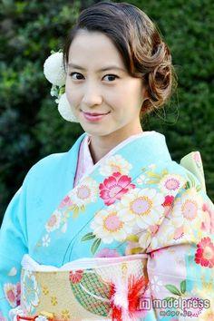 Japanese Kimono, Japanese Girl, Summer Kimono, Japanese Outfits, Yukata, Beautiful Person, New Image, Traditional Outfits, Oriental