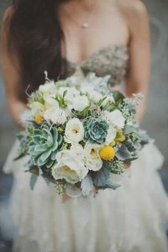 Winter Wedding Bouquets | Winter wedding flowers | {Amour}
