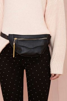 Womens Fashion Online, Latest Fashion For Women, Celine Belt, Stylish Fanny Pack, Waist Purse, Outfit Trends, Hip Bag, Look Cool, Ideias Fashion