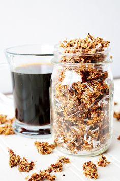 For all coffee lovers: crispy, crunchy, super-simple homemade coconut mocha quinoa granola clusters! Delicious Breakfast Recipes, Savory Breakfast, Brunch Recipes, Snack Recipes, Yummy Food, Granola Clusters, Granola Bars, Best Gluten Free Recipes, Food Is Fuel