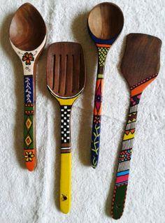 Wooden Spoon Crafts, Wooden Art, Spoon Art, Wood Spoon, Diy Crafts For Gifts, Diy Arts And Crafts, Bottle Painting, Bottle Art, Painted Spoons