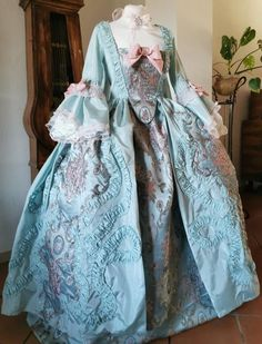 A high quality ready to ship rococo dress Bust cm Waist cm Shipping time is around 2 weeks 1700s Dresses, Victorian Era Dresses, Vintage Dresses, Vintage Outfits, 18th Century Dress, 18th Century Costume, 18th Century Fashion, Rococo Fashion, Victorian Fashion