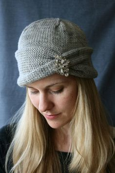 Hats for Women: Nola Cloche Hat Knitting Pattern Knitting Patterns Free, Knit Patterns, Free Knitting, Beginner Knitting, Sombrero A Crochet, Knit Or Crochet, Knitting Projects, Knitting Ideas, Knitted Hats