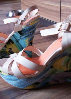 Kup mój przedmiot na #vintedpl http://www.vinted.pl/damskie-obuwie/inne-obuwie/9696944-koturny-bezowe-sliczne-platforma-kolorowy-obas