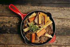 Häränlihaa ja juureksia padassa