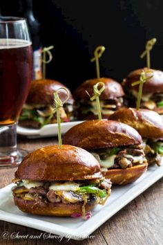 Messy little Philly cheese steak sliders are irresistibly cheesy and flavorful, perfect for your game day menu!(Cheese Steak Sub) Philly Cheese Steak Sliders, Hamburgers, Beef Recipes, Cooking Recipes, Snack Recipes, Gourmet Recipes, Dinner Recipes, Beste Burger, Slider Recipes