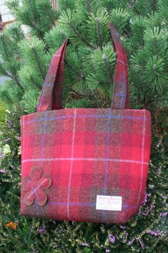 A beautifully spacious Scottish Harris tweed tote bag with square corners and two shoulder straps which fits comfortably under or over the arm. The size will accommodate an A4 file or iPad. A practical yet stylish size for any woman. Adorned with a felt and tweed applique flower. Tweed is