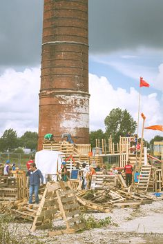 Timmerdorp Groningen. Summer camp where kids spend a week building a town with nails and timber.
