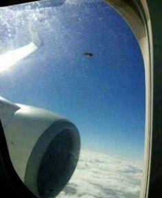 Passageiro de avião fotografa disco voador em pleno voo, na China