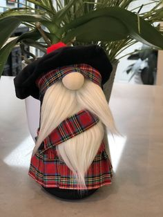 Red Stewart Royal Tartan Scottish inspired Nordic style Gnome with handmade kilt and Tam-O-Shanter with pom-pom! Can be personalized! Christmas Gnome, Rustic Christmas, Christmas Crafts, Christmas Patterns, Scandinavian Gnomes, Scandinavian Christmas, Tam O' Shanter, Gnome Ornaments, Primitive Ornaments