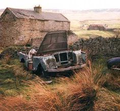 This is the very first production Land Rover, chassis number R860001. It was registered as HUE 477. It was sold in the 50's to a farmer in a small valley. In 1970 it changed hands again for the pricey sum of 15 Pounds. In 1995 it was discovered by a small bunch of Series I buffs but it took until 1999 to show it to the public. The present owner, David Fairless, intends to restore it to original condition by keeping as much of the old parts as possible.