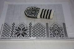 Baby Mittens Knitting Pattern, Beanie Pattern, Knit Mittens, Free Knitting, Knitting Charts, Knitting Socks, Baby Snacks, Drops Design, Dragon Cross Stitch