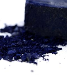 Did you know that Indigo is one of the most coveted natural dyes of all time? Up until the mid when synthetic dyes were introduced, Indigo was the only way to create this rich hue, the color opulence. Azul Indigo, Bleu Indigo, Indigo Colour, Indigo Dye, Color Azul, Mood Indigo, Kind Of Blue, Blue And White, Navy Blue