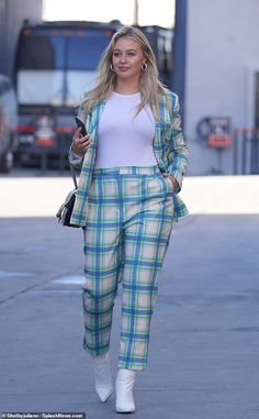 Iskra Lawrence cuts a stylish figure in a mint tartan suit in LA Petite Fashion, Curvy Fashion, Plus Size Fashion, Fashion Black, Style Fashion, Tartan Suit, American Eagle Outfitters, Iskra Lawrence, Full Figure Fashion