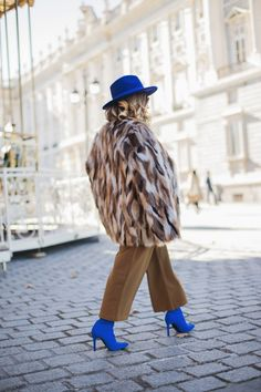 Los jerseys de lana en invierno son un gran sí para mí, y este en particular fue amor a primera vista por este azul que tiene. Al igual que este botín calcetín de NA-KDcaí rendida al verlos y es …