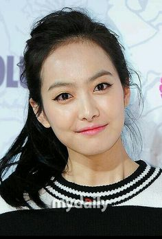 Victoria f(x) Seoul fashion week Lucky Chouette