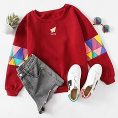 Love the patchwork, such a colorful ones which actually work really well, and matched with Gucci sneakers * Paper Airplane Print Patchwork Trim Sweatshirt Teen Fashion Outfits, Trendy Outfits, Girl Outfits, Jugend Mode Outfits, Lookbook, Aesthetic Clothes, Korean Fashion, Casual Updo, Casual Makeup