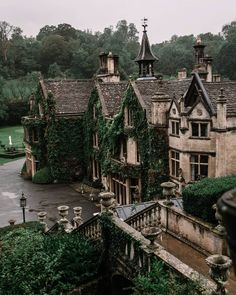 The beautiful Manor House Hotel in Castle Combe in Wiltshire Arquitectura Wallpaper, Manor House Hotel, Beautiful Homes, Beautiful Places, Beautiful Beautiful, Beautiful Pictures, Castle Combe, Design Jardin, Garden Cottage