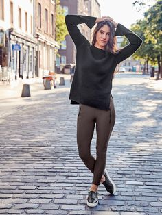 Our new, luxurious Italian fabric is designed for performance at work, blending superior mobility with a fit and feel that are smooth, structured and flattering-we like to think of it as workweek made chic.