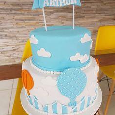 Pensa num bolo lindo!!! ❤ #bolobaloes #chadebebe #festabalao #vemarthur #cakedesigner #amandalopescakeart