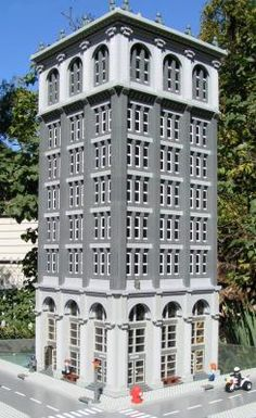 Neoclassical Bank Building: A LEGO® creation by Jim Garrett : MOCpages.com