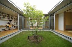 シンボルツリーを囲むコートハウス Modern Courtyard, Courtyard House, Chinese Courtyard, Design Your Dream House, Modern House Design, Style At Home, House Construction Plan, Casa Patio, Interior Garden