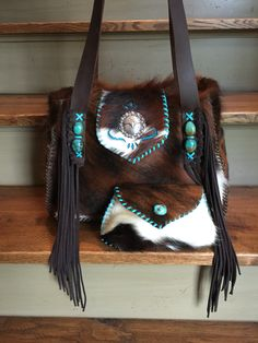 The cowhide Bonnie bag with matching cosmetic case. Fringe, turquoise, sparkles, and side pockets lined in suede. From gowestdesigns. Brown Leather Satchel, Leather Fringe, Leather Purses, Handmade Handbags, Leather Bags Handmade, Leather Craft, Cowhide Purse, Cowhide Leather, Mode Country