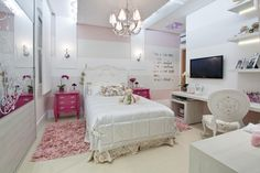 Pink decoration to lady's room.                                                                                                                                                                                 Mais