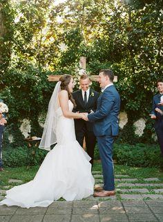 Libby + Matt | Sara Gabriel 'Stella' veil | Southern Weddings | Lynnesy Catron Photography | Hayley Paige gown