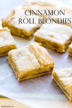 Cinnamon Roll Blondies: These delicious cinnamon swirled blondies have a layer of gooey cinnamon roll filling to make them amazingly addicting. Do you remember here when I talked about how I get fi… Oreo Dessert, Eat Dessert First, Dessert Bars, Mini Desserts, Just Desserts, Delicious Desserts, Yummy Food, Baking Recipes, Cookie Recipes