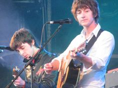 Great photo of Alex and Miles! Alex Turner, Danny Zuko, Ghost Cookies, Monkey 3, The Last Shadow Puppets, Free Therapy, Arctic Monkeys, Cultura Pop, Great Photos