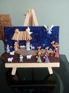Looking for a Christmas decoration to be proud of and hang up year after year? Christmas Nativity Scene, Christmas Wood, Christmas Colors, Homemade Christmas, Christmas Projects, Holiday Crafts, Christmas Time, Merry Christmas, Christmas Ornaments