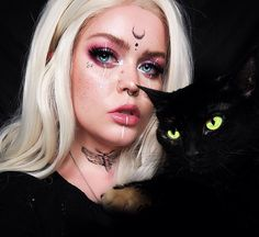 Are you looking for ideas for your Halloween make-up? Browse around this site for cute Halloween makeup looks. Witchy Makeup, Halloween Makeup Witch, Halloween Makeup Looks, Gothic Halloween Costumes, Witch Costumes, Scary Halloween, Cool Makeup Looks, Pretty Makeup, Horror Make-up