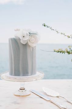 Marbled fondant single tier wedding  cake with wafer flowers #urbanicing #styledshoot #waferflower