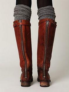 Leggings, socks, boots.