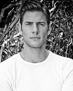 Ryan McPartlin photos, including production stills, premiere photos and other event photos, publicity photos, behind-the-scenes, and more.