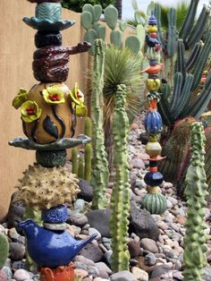 Kaye Murphy's Gallery - these totems look good in a desert garden. Garden Totems, Glass Garden Art, Garden Sculpture, Garden Crafts, Garden Projects, Garden Ideas, Yard Art, Totem Pole Art, Sculptures Céramiques