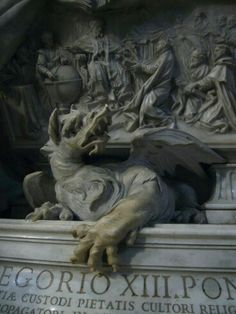 Travel photos :: Series rome :: Photo 91 :: Dragon statue at the foot of the Monument of Gregory XIII, inside St. Peter`s Basilica Gothic Gargoyles, Dragon Statue, Angels And Demons, High Fantasy, Fantasy Art, Dark Art, Garden Art, Art History, Sculpture Art