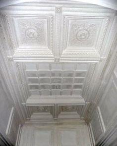 Restauro stucchi e decori in gesso in palazzina liberty