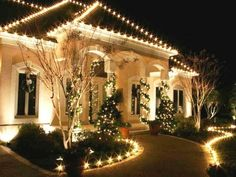 20 Mesmerizing Outdoor Christmas Lighting Ideas Outdoor Strategic Uses For Outd… – Christmas – Noel 2020 ideas Best Outdoor Christmas Decorations, Exterior Christmas Lights, Christmas Lights Outside, Christmas House Lights, Hanging Christmas Lights, Xmas Lights, Decorating With Christmas Lights, Holiday Lights, Holiday Decor