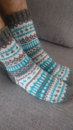Anette L syr och skapar: sockor Wool Socks, Knit Mittens, Knitting Socks, Hand Knitting, Fair Isle Knitting Patterns, Knitting Charts, Knitting Stitches, Crochet Socks Pattern, Crochet Slippers
