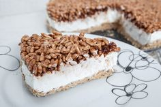 La cheesecake Kinder cereali è un dolce che si rifà all'omonimo cioccolatino. La sua croccantezza e il suo sapore vi conquisteranno al primo assaggio. Ecco la ricetta