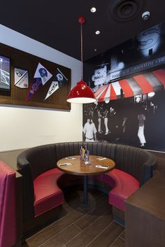 Interior photography of TGI Fridays, Macquarie Centre, North Ryde for Krueger Shoplifters. Photography by Burrough Photography.
