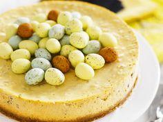 pashajuustokakku Easter Recipes, Easter Food, Cheesecakes, Hummus, Philadelphia, Ethnic Recipes, Kitchen, Cooking, Kitchens