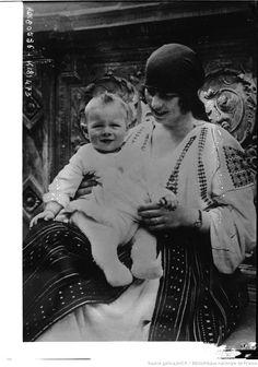 Princesse Hélène de Grèce et son fils le prince Michel de Roumanie (CNews) : [photographie de presse] / [Agence Rol]
