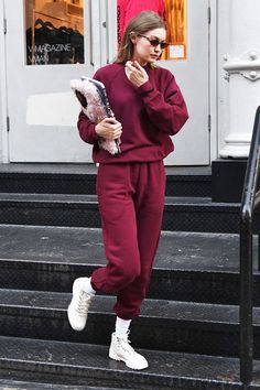 Gigi Hadid Reebok sneakers # Outfits femme Did Gigi Hadid Just Wear the First It Sneakers of Looks Gigi Hadid, Style Gigi Hadid, Gigi Hadid Outfits, Gigi Hadid Casual, Trendy Outfits, Winter Outfits, Fashion Outfits, Celebrity Casual Outfits, Fashion Clothes