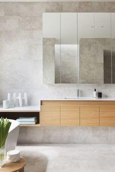 piso e azulejo concreto queimado clarinho + armário de madeira #decor #banheiro #bathroom